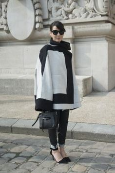 """The Best """"How DOES She Look So Chic"""" Jeans Outfits from Paris: Graphic Black and White Outfit"""