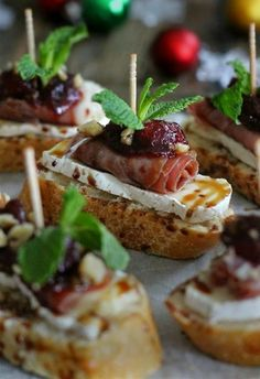 Tapas Snacks with Cranberry, Brie and Prosciutto Crostini with Balsamic Glaze Canapes Recipes, Appetizer Recipes, Catering Recipes, Canapes Ideas, Prosciutto Recipes, Catering Ideas, Catering Food, Prosciutto Appetizer, Catering Events