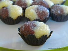 casadinho+docinho+de+festa Yummy Treats, Delicious Desserts, Sweet Treats, Dessert Recipes, Party Sweets, I Chef, Good Food, Yummy Food, Portuguese Recipes