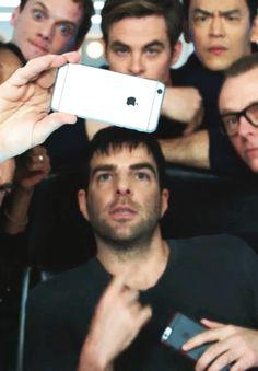 Star Trek cast selfie - Chris Pine, Zachary Quinto, John Cho, Simon Pegg, Anton…