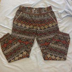 Patterned Jersey Pants Super stylish airy fabric. Elasticized waistband and side pockets Pants