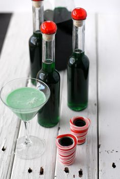 Homemade Creme De Menthe recipe from Boulder Locavore. Would make great favors at a winter wedding! **SVD*