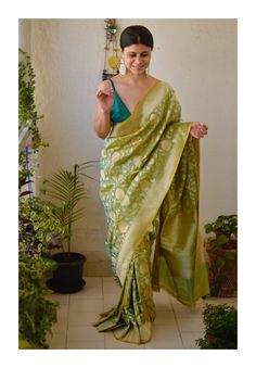 Chakori Ethnic - Home for Traditional Ethnic wear for Women Banaras Sarees, Saree Wearing, Saree Trends, Ethnic Chic, Blouse Neck Designs, Beautiful Girl Indian, Pure Silk Sarees, Indian Fashion, Women's Fashion