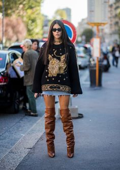 MILAN, ITALY - SEPTEMBER Gilda Ambrosio wearing brown overknee boots is seen outside Alberta Ferretti during Milan Fashion Week Spring/Summer 2018 on September 2017 in Milan, Italy. (Photo by Christian Vierig/Getty Images) Fashion Week 2018, Milan Fashion Weeks, Autumn Street Style, Street Style Looks, Gilda Ambrosio, Fashion Gone Rouge, Over Boots, Girl Fashion, Fashion Outfits