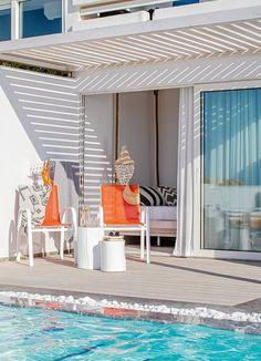 Das #Grecotel White Palace auf #Rhodos ist ein #Luxushotel, wie es im Buche steht. Wie wäre es, wenn ihr morgens von der Sonne wachgekitzelt werdet, eure Terrassentür öffnet und in den #Pool springt? Grecotel LUX.ME White Palace***** #Griechenland #Kreta #Rethymnon #TUI #PrivatePool #DiscoverYourSmile Private Pool, Outdoor Decor, Home Decor, Beautiful Hotels, Rhodes, Sun, Decoration Home, Room Decor, Home Interior Design
