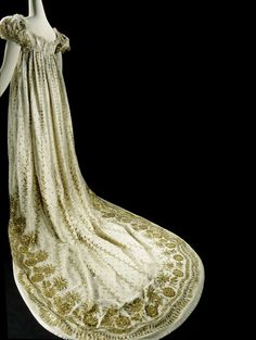 Gown with train of white silk tulle with gilt and silvered copper lame by works and lined with white silk, anonymous, ca 1806 - ca 1810