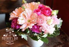 arrangement mother's day 母の日のアレンジメント ガーベラ、カーネーション