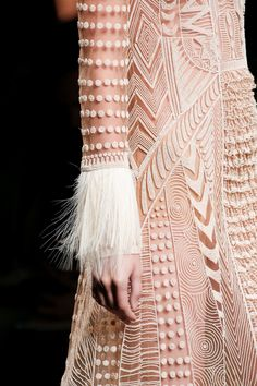 Valentino Spring 2016 Ready-to-Wear Fashion Show Details
