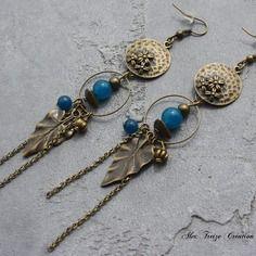 Bijou créateur - boucles d'oreilles pendantes bronze antique avec intercalaires breloques feuille et perles semi-précieuses agate bleu