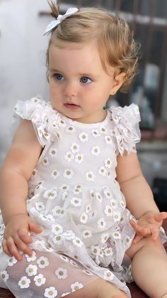 Cute Baby Boy Images, Cute Baby Videos, Cute Baby Pictures, Precious Children, Beautiful Children, Beautiful Babies, Little Girl Photos, Cute Little Baby Girl, Funny Babies