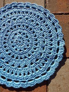 Pieniä hetkiä: Virkattu mandala-matto