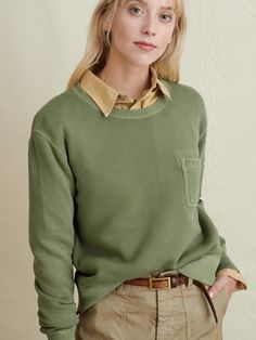 Collared Shirt Outfits, Sweatshirt Outfit, Crew Neck Sweatshirt, Collared Sweatshirt, Layering Outfits, Warm Outfits, New Outfits, Girly Outfits, School Outfits