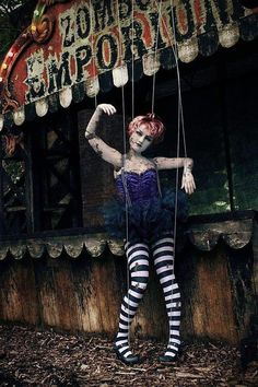Circus marionette gets caught by passing zombie freak show,told not to hang around on street corners Broken Doll Halloween Costume, Creepy Doll Costume, Halloween Circus, Creepy Dolls, Marionette Costume, Halloween Forum, Costume Makeup, Devil Costume, Witch Costumes