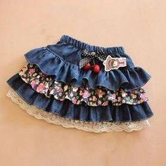 Falda con volantes Google Translate, Sewing For Kids, Baby Sewing, Little Girl Dresses, Girls Dresses, Toddler Skirt, Pattern Making, Old Jeans, Denim Skirt