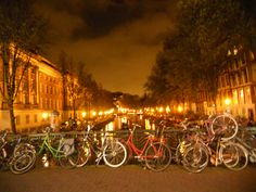#amsterdam #canales Bikes and Boats in Summer - Bussines and Marketing: I´m looking forward for a new opportunity about my degrees dinamitamortales@ gmail.com