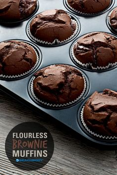 These delicious Fix Approved dark chocolate flourless brownie muffins will satisfy your sweet tooth without sabotaging your diet. And they& gluten-free! 21 day fix // 21 day fix approved // desserts // healthy recipes // cheat clean // gluten free Desserts Keto, Healthy Dessert Recipes, Healthy Baking, Healthy Desserts, Baking Recipes, Delicious Desserts, Yummy Food, Clean Eating Desserts, Clean Eating Brownies