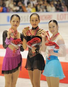 2008 Grand Prix Series NHK Trophy ・ Lovely Podium! Mao winning the ladies event at the center ; Akiko  Suzuki (L) on second, and Yukari Nakano (R) on third finish! All-Japanese on the front three~♡♡♡ ・ 2008.11.29 ・ Photo by: 手塚耕一郎