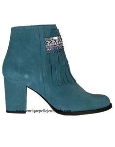b4ccd0703 Daniela botines turquesa pasamanería Daniela botines de serraje color  turquesa combinados con pasamanería de fantasía y
