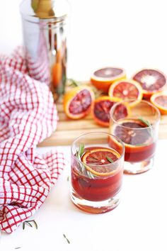Fresh blood orange gin cocktail with rosemary recipe! A dangerously delicious cocktail perfect for mother's day. Fresh squeezed blood orange juice combined with fresh rosemary make this the perfect winter or spring cocktail. Blood Orange Cocktail, Blood Orange Juice, Champagne Cocktail, Rosemary Cocktail, Cocktail List, Spring Cocktails, Easy Cocktails, Winter Drinks, Holiday Cocktails
