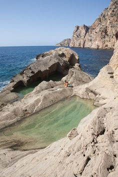 A natural swimming pool in the rock at the almost-mythical Sa Pedrera beach, known as 'Atlantis' to islanders, in Ibiza. Hotel Swimming Pool, Amazing Swimming Pools, Natural Swimming Pools, Hotel Pool, Beautiful Hotels, Beautiful Places, Ibiza Strand, Great Places, Places To See