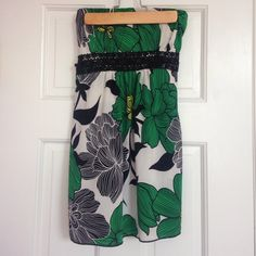 Dressy Floral Tube Tob Super cute floral tube top! Great for summer Tops Blouses