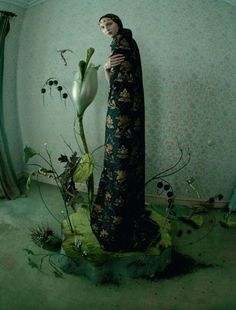 Make mini circular piece for person to stand on and make plants animatable.  exercice de style 2 — Tim Walker