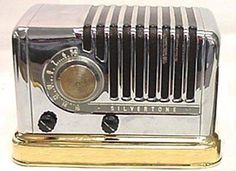 I like the shape of this radio.  1949 Silvertone 7020 AM radio