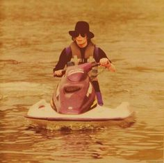 Michael Jackson on the water Rare Pictures, Rare Photos, Michael Jackson Rare, Janet Jackson, You Give Me Butterflies, Gif Collection, King Of Music, Jackson Family, The Jacksons