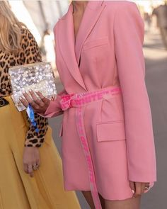 how to style outfits Pink Fashion, Fashion Week, Fashion 2020, Fashion Outfits, Fashion Trends, Fashion Fashion, Colorful Outfits, Cute Outfits, Pink Blazer Outfits