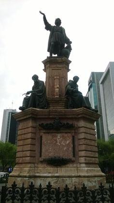 El Monumento a Colón de Ciudad de México se halla desde 1877, en la glorieta que lleva el nombre del marinero genovés, donde se intersecan el paseo de la Reforma y la avenida Morelos,  Este monumento fue diseñado por el francés Carlos-Enrique Cordier.