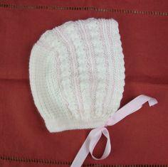 GORRITO BLANCO Y ROSA CON GOTITAS Material Hilo color rosa nº5 Lana beige especial bebés Agujas de punto del nº 3 Ganchillo del nº1...