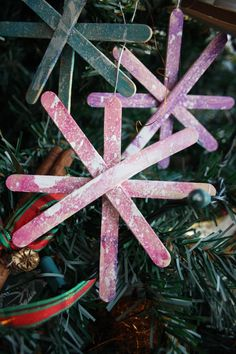 Popsicle Stick Christmas Ornament for Toddlers to Make - Happy Hooligans