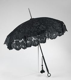 What if Mother carried a Parasol covered in sheer black fabric? Instead of a veil? It could even be sheer black fabric that draped all the way to the floor. Parasol from the Met Costume Collection Fancy Umbrella, Vintage Umbrella, Folding Umbrella, Under My Umbrella, Victorian Era, Victorian Fashion, Vintage Fashion, Lace Parasol, Fru Fru
