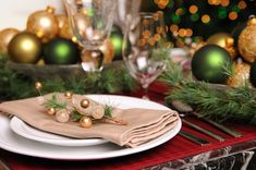 Google Image Result for http://cdn.sheknows.com/articles/christmas-ornaments-dining-room-table.jpg