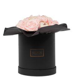 Handgemachte Flowerbox mit haltbaren Rosen, die bis zu drei Jahre blühen. Schnell und sicher online bestellen. Mugs, Tableware, Dinnerware, Tablewares, Mug, Place Settings
