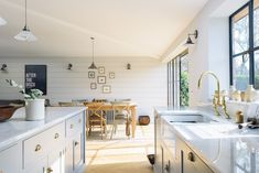 A cool and calm kitchen by deVOL