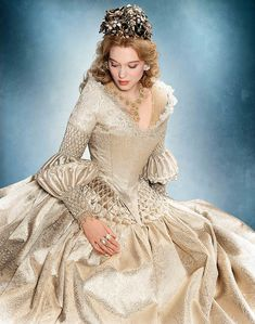 The French Remake of Beauty and the Beast La Belle Robe Blanche Dîner Avec La Bête Robes Disney, Moda Medieval, Vintage Outfits, Vintage Fashion, Period Outfit, Fantasy Costumes, Fantasy Dress, Movie Costumes, Historical Clothing