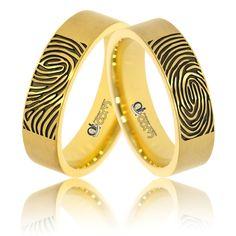 De acum inainte, atingerea personei iubite va va insoti pretutindeni, datorita celui mai nou model de verighete din aur, personalizat cu amprenta iubitei/ului ! Bangles, Bracelets, Aur, Girls Best Friend, Wedding Rings, Engagement Rings, Jewelry, Enagement Rings, Jewlery