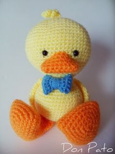 The original pattern from Vanja is on AmigurumiBB's blog (the page has many free patterns. scroll down or search for Ducklings). The Spanish translation is here.