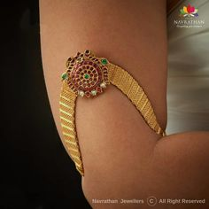 Navrathan - is one of the India's foremost, Gold & Diamond jewellery store located in Bangalore, India since We have an exquisite collection of wedding jewellery. Vanki Designs Jewellery, Antique Jewellery Designs, Gold Earrings Designs, Gold Jewellery Design, Diamond Jewellery, Bridal Jewelry, Jewelry Art, Gold Jewelry, India Jewelry