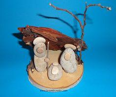 presepe-sassi-6 Nativity Ornaments, Nativity Crafts, Christmas Nativity, Christmas Crafts, Christmas Ornaments, Nativity Scenes, Stone Crafts, Rock Crafts, Diy And Crafts