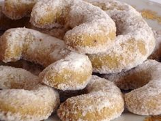 Vanilkove Rohlicky - Vanilla Crescents (Would love to try this recipe if it was in English. Slovak Recipes, Czech Recipes, Hungarian Recipes, Crescent Cookies, Biscuit Cookies, Christmas Sweets, Christmas Baking, Christmas Cookies, Baking Recipes
