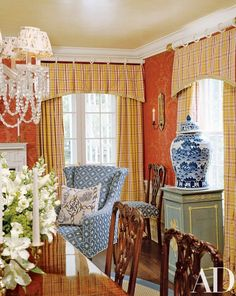 Traditional and Pretty Federal Style - The Glam Pad room ideas transitional dining rooms room ideas mid century room ideas on a budget room ideas modern Living Room Decor Traditional, Traditional House, Traditional Decorating, Traditional Kitchens, Dining Room Walls, Dining Room Design, Architectural Digest, Damask Decor, English Interior
