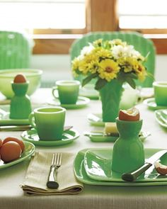 Many glassware companies dabbled in jadeite, but only McKee and Anchor Hocking/Fire-King made complete dinnerware lines.