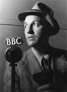 Bing Crosby, had I been alive in the 40s, 50s, 60s, would've been my celebrity crush. Such a good looking guy!
