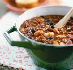 Fazulova polievka s udenym kolenom (Bean soup with smoked meat) Slow Cooker Chili, Slow Cooker Recipes, Three Bean Chili Recipe, No Bean Chili, Chili Recipes, Soup Recipes, Healthy Meal Prep, Healthy Recipes, Healthy Food