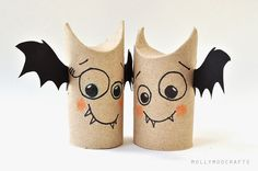 I've been coming across tons of Totally Green AND totally Cute fall kids crafts this week. I'm simply batty about these Toilet Paper Roll Bat Buddies from Molly Moo aren't you? What a fun Halloween project to create with the Spooky Halloween Crafts, Halloween Class Party, Halloween Decorations, Outdoor Halloween, Halloween Projects, Origami Halloween, Lego Halloween, Halloween Ideas, Yard Decorations