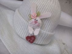 Pretty Bunny is peeking out of the pocket. Charming and cute Bunny with Valentine would be happy to take place on the pocket of your girlfriends jacket or blouse and put a smile on her face for a long time!!! Felt hand embroidered pin will be a great Valentines gift for a loved one! Size:  3.5cm x 6cm (1.4 x 2.36) - 8cm ( 3.15) is the total lengh with straightened bunnys ears  Gift box:  6cm x 8.5cm (2.36 x 3.35)  Felt brooch is made of felt and filled with soft holofiber to create volume…