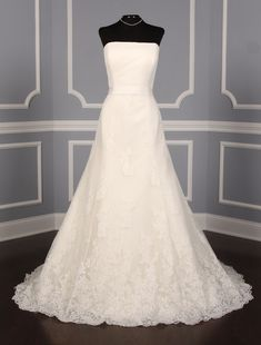 This gorgeous Pronovias Florin wedding dress is such an elegant lace wedding dress that is truly timeless! Source by dress cleavage Discount Bridal Gowns, Discount Designer Wedding Dresses, Wedding Dresses For Sale, Pronovias Wedding Dress, Wedding Dress Chiffon, Lace Wedding, Gown Wedding, Mermaid Wedding, Dream Wedding
