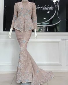 Hijab Gown, Kebaya Hijab, Wedding Backdrop Design, Stylish Dresses, Formal Dresses, Model Kebaya, Fashion Design Sketches, Antara, Blouse Dress